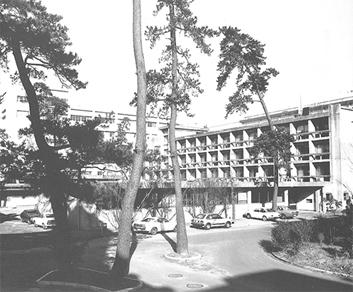出典:建築学教室本館(『写真集 九州大学工学部建築学科 1954-1987)